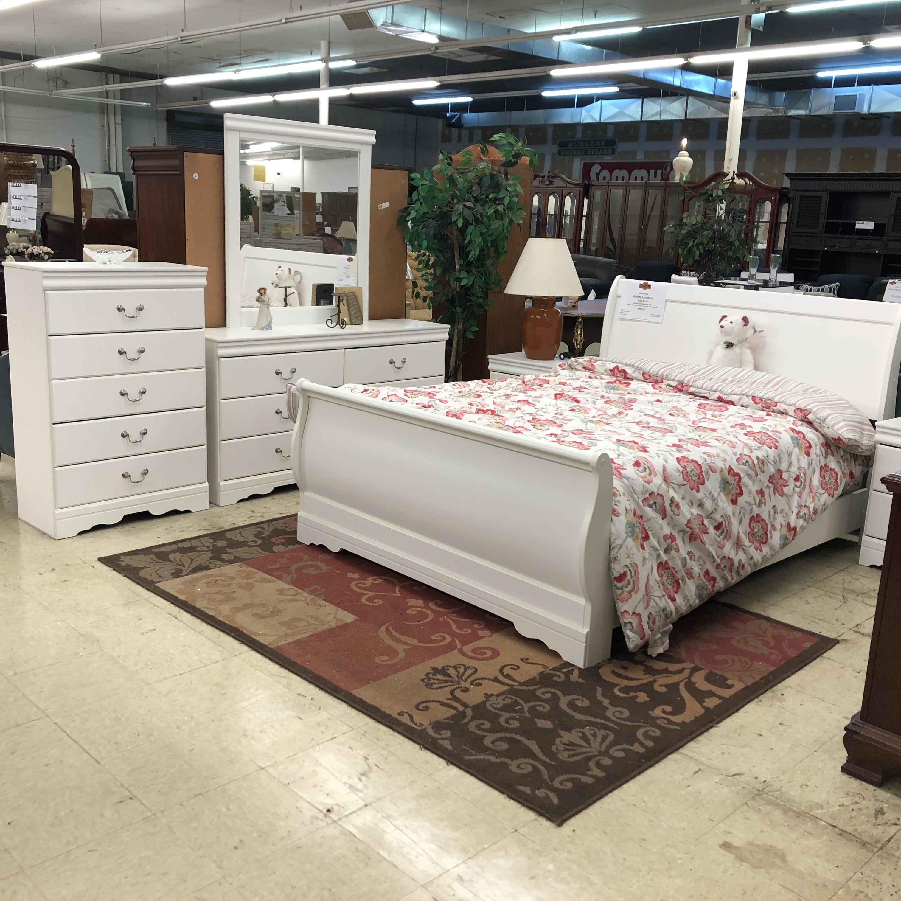 Complete Bedroom Sets: BRAND NEW! Ashley Anarasia Bedroom Set